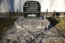 Tablica upamiętniająca miejsce zamordowania działacza Solidarności Zbigniewa Tokarczyka.