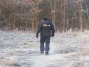 Policyjne patrole sprawdzają parki, skwery, zarośla, miejsca rzadko uczęszczane, opuszczone budynki, ogródki działkowe. Funkcjonariusze starają się docierać wszędzie tam, gdzie mogą przebywać osoby bezbronne wobec zimna.