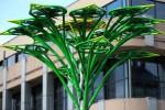 Po zimowej przerwie na skwer przed Biblioteką Międzyuczelnianą powróciło w nowej odsłonie drzewko solarne.