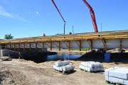 Dobiegają końca prace budowlane mostów na rzece Łęg w Przyszowie. Jak dowiedział się portal Stalowka.NET termin zakończenia robót został wyznaczony na koniec sierpnia.