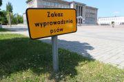 - Plac Piłsudskiego, Miejski Dom Kultury a i chyba niedługo akcja letniego czytania. Jak to się ma do znaku informującego z przysłowiowym bykiem? - pyta stalowowolanin.