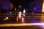 Jak wynika ze wstępnych ustaleń mężczyzna szedł chodnikiem wzdłuż ulicy Dmowskiego. Wchodząc na przejście dla pieszych na ulicy Popiełuszki wtargnął na jezdnię wprost na nadjeżdżającego Audi A3 na stalowowolskich tablicach rejestracyjnych.