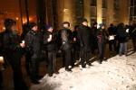 Mimo śnieżycy przed Sąd Rejonowy w Stalowej Woli przybyło około 50 osób.