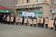 Pierwsza Stalowowolska Kartoniada Polska jest dla wszystkich, z cyklu Bo Wolność jest w nas odbyła się w niedzielę w Stalowej Woli przy ulicy Staszica 17, obok dawnego sklepu Jubiler.