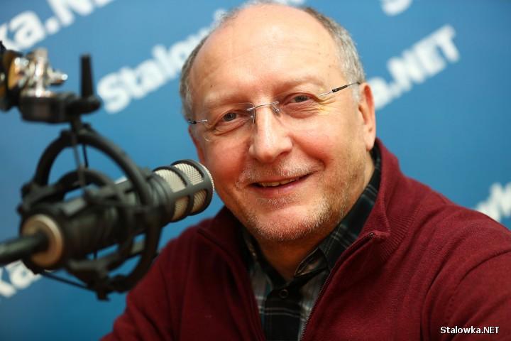 Krzysztof Nepelski pochodzi ze Stalowej Woli. Pracuje w RMF FM ponad 25 lat.