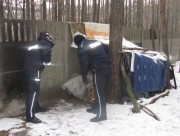 Podczas minionego weekendu policjanci ze Stalowej Woli trzykrotnie interweniowali w sprawie zgłoszeń związanych z osobami nietrzeźwymi i bezdomnymi.