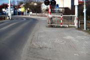 Zwężony odcinek ciągu pieszo - rowerowego potencjalnie stwarza zagrożenie w ruchu drogowym.