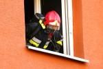 Mieszkanie jak i klatkę schodową przewietrzono, wyniesiony nadpalony taboret oraz spalone elementy wyposażenia kuchni.