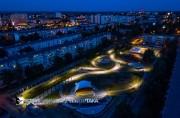 Plac zabaw wyremontowano za niespełna 2 miliony złotych dzięki współpracy Spółdzielni Mieszkaniowej z Urzędem Miasta, który dofinansował go 1/3 kwoty. Miejsce nie było odnawiane od 1985 roku.