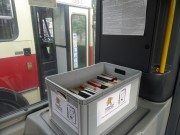 Stalowowolska biblioteka przygotowała kilkaset pozycji książkowych i za pośrednictwem MZK udostępniła je na specjalnie oznakowanych skrzynkach w kilku miejskich autobusach.