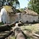 Stalowa Wola: Lipcowa nawałnica zniszczyła zabytkowe budowle w charzewickim parku