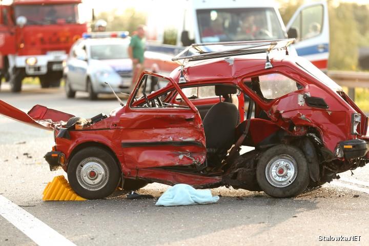 Kierowca z fiata 126p w ciężkim stanie trafił do szpitala.