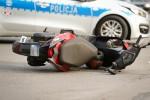 Na miejsce została wezwana grupa policyjnych techników. Zabezpieczone ślady pozwolą odtworzyć przebieg zdarzenia celem ustalenia sprawcy.
