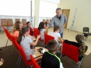 Wojciech Cesarz jest nie tylko autorem książek dla dzieci, ale również artystą grafikiem, dyrektorem kreatywnym i artystycznym w agencji reklamowej, dyrektorem artystycznym wielu tygodników i miesięczników oraz zwolennikiem ekologii.