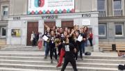 Teatr The M.A.S.K. z Bielska Podlaskiego przed Miejskim Domem Kultury w Stalowej Woli.
