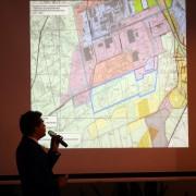 Lucjusz Nadbereżny poinformował, że miasto rezygnuje z planów urbanizacji lokowania przemysłu ciężkiego na terenie Jelni ze względu na bliskość osiedli mieszkaniowych. Przestrzeń leśna jest tam zbyt mała aby pozwolić na tego typu inwestycje bez uciążliwości dla mieszkańców.