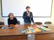 Salwy śmiechu wypełniały co rusz salę konferencyjną Miejskiej Biblioteki Publicznej w Stalowej Woli podczas spotkana autorskiego z Renatą Piątkowską, popularną autorką książek dla dzieci i młodzieży.