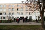 Mieszkańcy bloku przy Podleśnej 2 oprócz tego, że projekt zainicjowali, wybrali rośliny, ławkę, dokonali nasadzeń. Teraz dbają i pielęgnują sąsiedzki klombik.