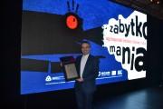 Wyróżnienie z rąk pana Bartosza Skaldawskiego, p.o. Dyrektora Narodowego Instytutu Dziedzictwa odebrał ks. Stanisław Gurba, dyrektor placówki.