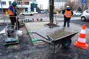 W ostatnim czasie wyremontowano tam ulicę osiedlową Poniatowskiego. Zwiększono ilość miejsc parkingowych. Teraz na prośbę mieszkańców położono kostkę i ocalono rosnące od lat drzewo.