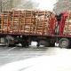 Stalowa Wola: DW-871: ciężarówka z drewnem zablokowała drogę