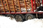Do zdarzenia doszło za granicami Stalowej Woli. Ciężarówka z drewnem zablokowała drogę.