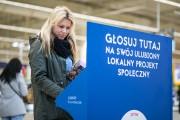 Decydujesz, pomagamy - pod takim hasłem trwa głosowanie na lokalne projekty w całej Polsce. W sklepach TESCO są dostępne stoiska, w których możemy się zapoznać z inicjatywami oraz oddać głos za pomocą specjalnego żetonu.