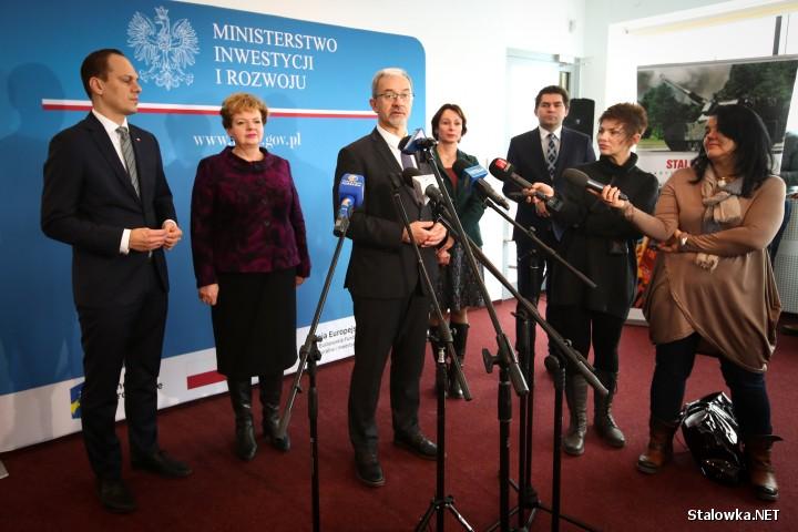 - W przyszłości nie chcemy tylko opierać się na funduszach europejskich ale także środkach rządowych, międzynarodowych oraz partnerstwie publiczno-prywatnym - zaznaczył minister Jerzy Kwieciński.