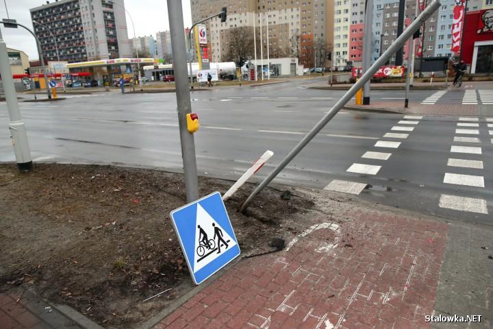 Na miejscu pracowali policjanci ze stalowowolskiej drogówki. Przebadano alkomatem kierowców - byli trzeźwi. Zdarzenie zostało zakwalifikowane jako kolizja.