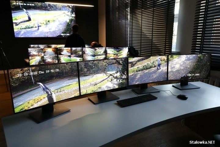 System oprócz pracy nadzorującego go operatora, sam wyłapuje i wskazuje potencjalnie niebezpiecznie sytuacje.