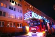 Miejsce zdarzenia zabezpieczała policja. Całe mieszkanie uległo spaleniu. Wstępnie ustalono, że źródło pożaru było w kuchni.