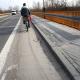Stalowa Wola: Ścieżka rowerowa na moście tonie w piachu