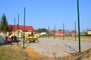 Ruszyły prace przy budowie boiska wielofunkcyjnego w Korabinie zlokalizowanego w bezpośrednim sąsiedztwie budynku po byłej szkole.