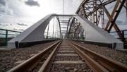 PKP Polskie Linie Kolejowe S.A. zarządzają 3 326 mostami na liniach eksploatowanych. Łączna długość obiektów, wykorzystywanych w ruchu pasażerskim i towarowym wynosi 133,5 km.