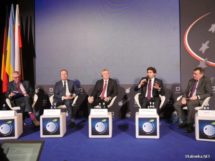 Europejski Kongres Samorządów to platforma wymiany poglądów oraz miejsce spotkań liderów samorządowych, elit regionalnych z przedstawicielami administracji państwowej, organizacji pozarządowych i biznesu.