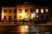 Nieco ponad 62 tysiące złotych kosztować będzie usługa pielęgnacji zieleni, wykonania nasadzeń oraz instalacji nawodnienia na potrzeby Galerii Malarstwa Alfonsa Karpińskiego Muzeum Regionalnego w Stalowej Woli, mieszczącej się przy ulicy Rozwadowskiej.