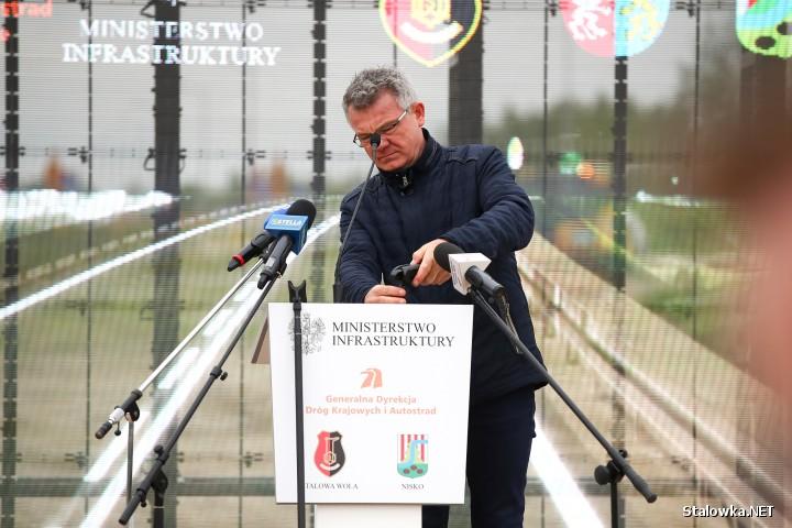 Na placu budowy wbito dziś symboliczną łopatę pod budowę obwodnicy Stalowej Woli i Niska. Uroczystość zgromadziła polityków, samorządowców, przedstawicieli wykonawcy i inwestora.