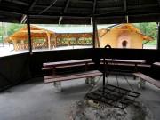 Obiekt Edukacji Leśnej i Turystycznej Grzybek-Ciemny Kąt, na którym do tej pory znajdowała się jedna wiata z paleniskiem, miejsce do tańczenia i kilka osłoniętych siedzisk, został powiększony o dodatkowe elementy.