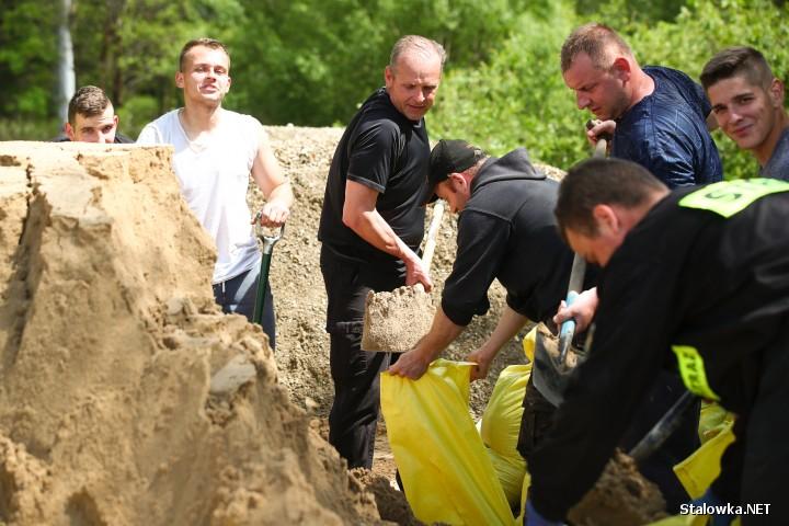 Bojanów: działania ratownicze w związku z pogotowiem przeciwpowodziowym.
