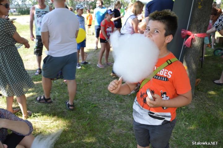 Rodzinny Piknik Kocykowy zorganizowany został we wtorek na placu i boisku przy Szkole Katolickiej.