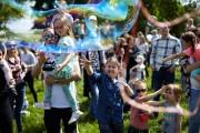 Festiwal Baniek Mydlanych - skierowany jest on do najmłodszych. Podczas jego trwania dzieciom zostanie wręczone 800 sztuk darmowych baniek mydlanych.