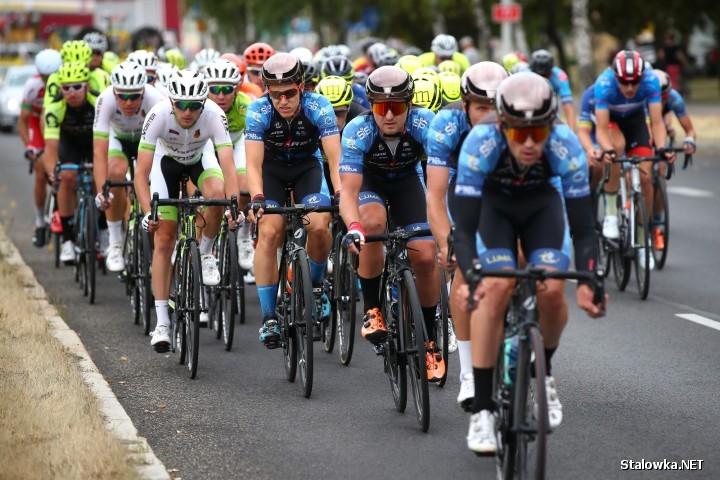 Tylko dziś ponad 100 kolarzy pokonało trasę Skarżysko Kamienna - Stalowa Wola. Wszystkich etapów jest pięć, które trwają od 2 do 6 lipca.