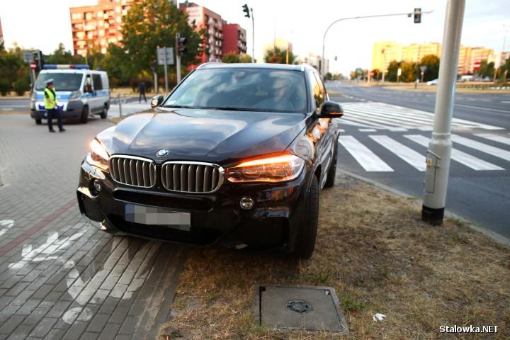 Do potrącenia doszło na skrzyżowaniu Al. Jana Pawła II z ul. Komisji Edukacji Narodowej w Stalowej Woli.