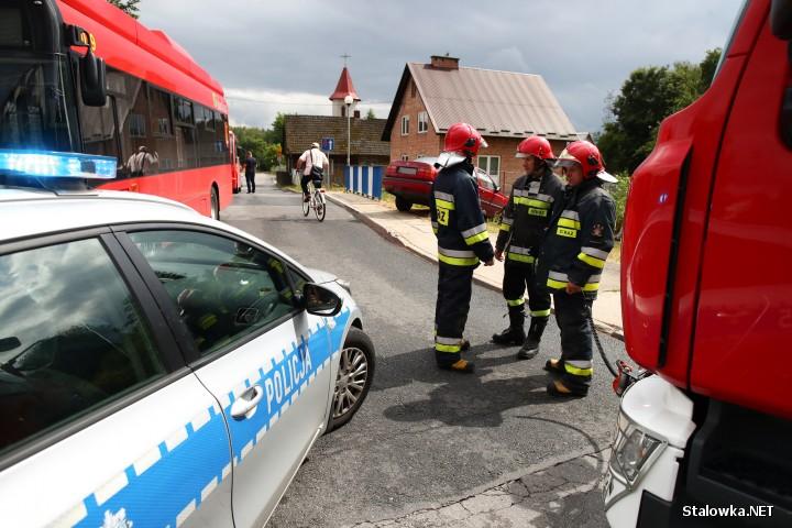 Kolizja z miejskim autobusem miała miejsce na ulicy Chyły w Stalowej Woli.