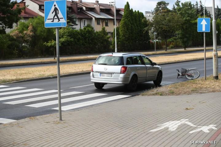 Do potrącenia doszło na ulicy Komisji Edukacji Narodowej w Stalowej Woli. Policja zakwalifikowała zdarzenie jako kolizję.