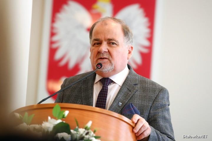 - To samorządy miały przygotować odpowiednie szkoły, odpowiednie oddziały na taką ilość jaka jest potrzebna w danym powiecie, mieście - uważa starosta stalowowolski Janusz Zarzeczny.