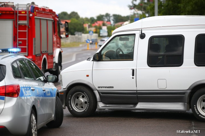 Na miejscu pracowali policjanci z wydziału ruchu drogowego stalowowolskiej policji. Funkcjonariusze przebadali uczestników zdarzenia alkomatem - byli trzeźwi.