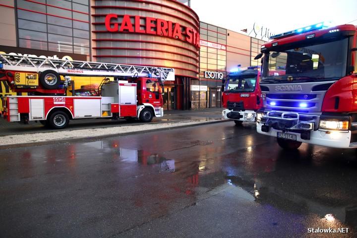 Obiekt, w którym doszło do pożaru jest nowoczesnym budynkiem wyposażonym w czujniki dymu, które automatycznie powiadamiają straż pożarną o zagrożeniu. Gdyby nie owe urządzenia straty nieporównywalnie byłyby większe.