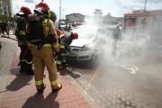 Do pożaru doszło na ulicy Okulickiego. Zapaliło się auto osobowe.