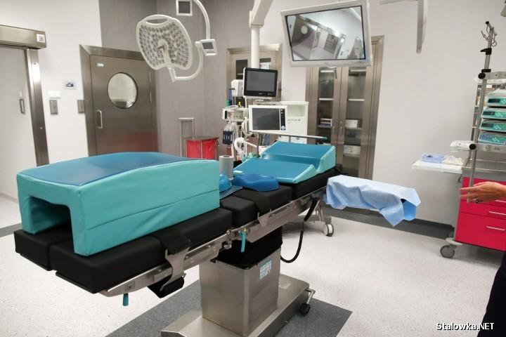 Temperatura na sali operacyjnej nie powinna przekraczać 20 stopni Celsjusza. W momencie włączenia urządzeń, dochodzi do jej wzrostu.